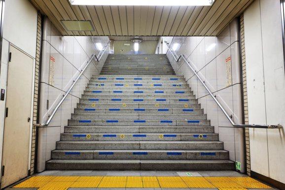 tokyo-subway-power-ranger-stairs